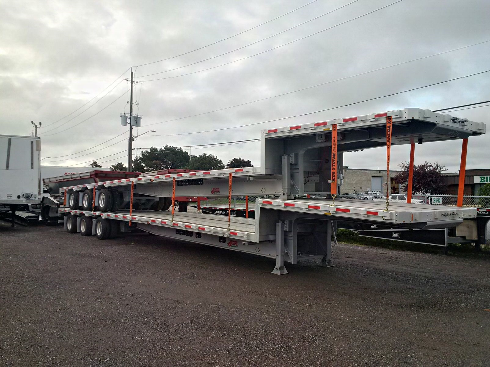 2021 DOONAN CHAPARRAL DEEP DROP TRIDEM 53' ALL ALUMINUM STEPDECKS